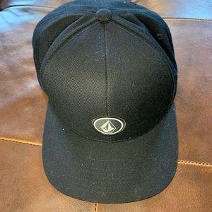 Volcom black hat with logo